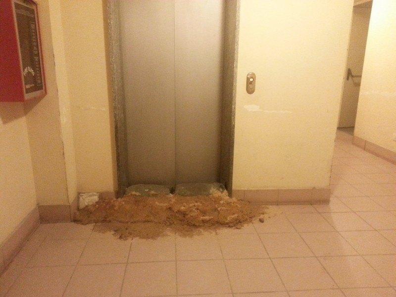 Boffora - L'acqua è arrivata fino agli ascensori, che sono fuori uso