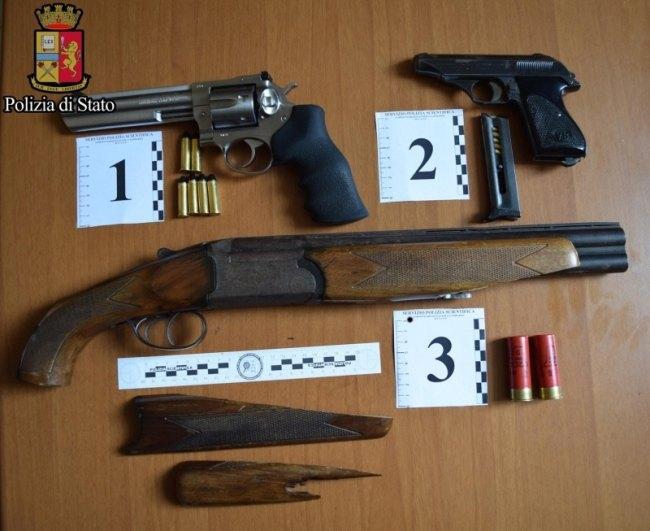 Pistole e un fucile