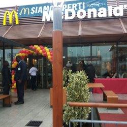 Il nuovo fast food nella zona commerciale di Redecesio