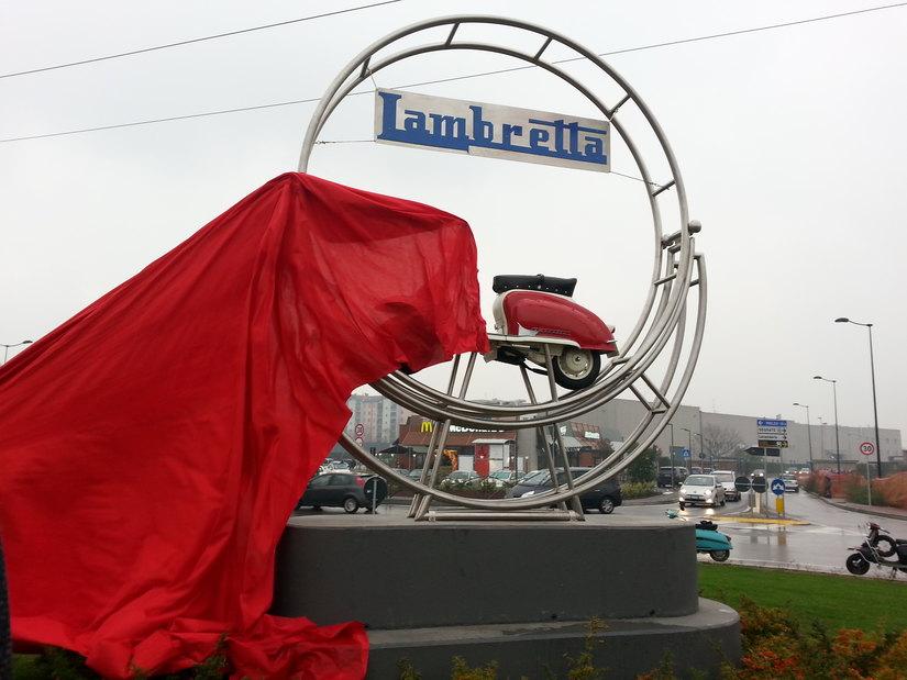 Inaugurazione rotonda Lambretta