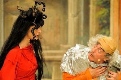 Marina Thovez e Mario Zucca in scena nella commedia