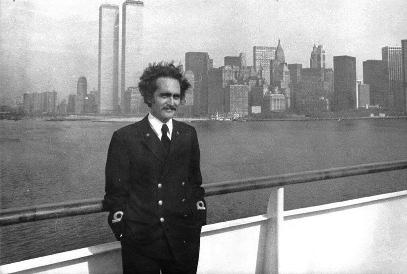 Foto di un giovane Giuseppe Paparone ai tempi della navigazione