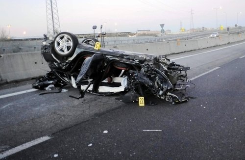 L'auto dei fuggitivi distrutta