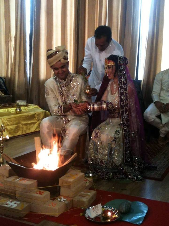 Un momento della cerimonia con rito indù