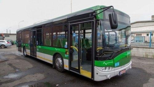 Un autobus a basso impatto ambientale