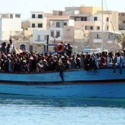Un barcone di immigrati