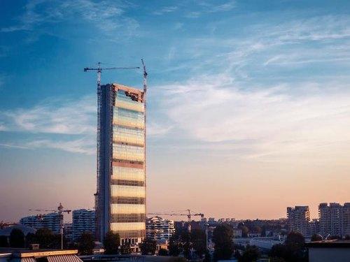 La torre Isozaki