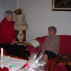 La sig.ra Maria (al centro) con l'amica Anita