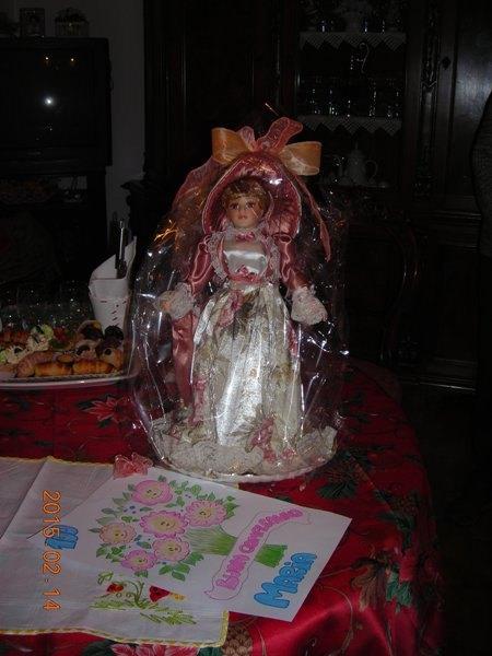 La bambola di porcellana donata dal gruppo