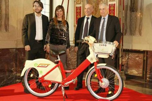 La presentazione della nuova bici a pedalata assistita
