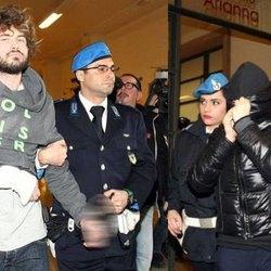 Alexander Boettcher e Martina Levato scortati in tribunale