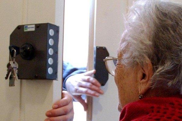 Truffe agli anziani