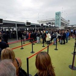 Visitatori ai cancelli d'ingresso di Expo