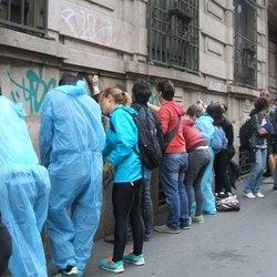 Milanesi impegnati nella pulizia della città