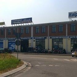 Il centro Ziliani auto di via della liberazione a Peschiera Borromeo