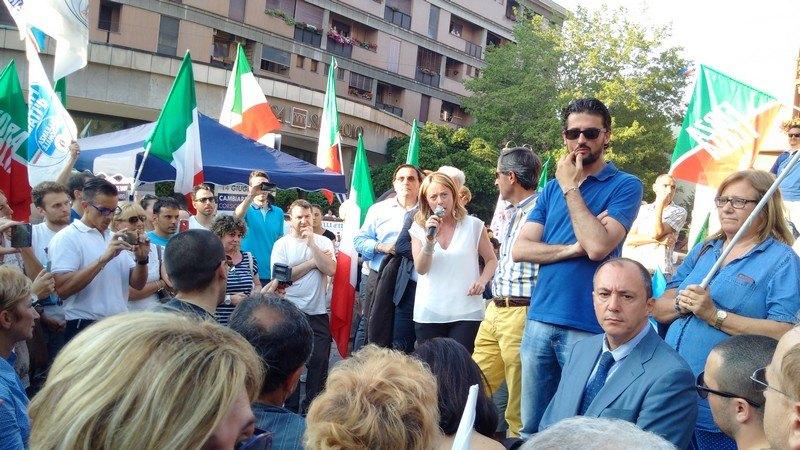 Giorgia Meloni durante il comizio