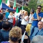 Al microfono Giorgia Meloni