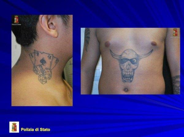 Alcuni tatuaggi sul corpo dei fermati, segni distintivi dell'appartenenza alla gang