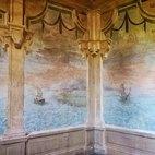 La stanza con l'affresco del porticato sul mare