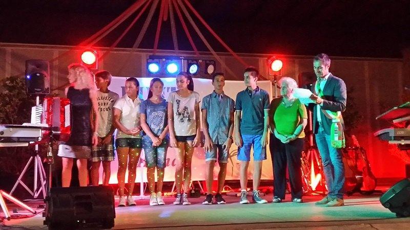 Il Sindaco Riccaboni premia Graziella Veneroni e gli alunni meritevoli della città