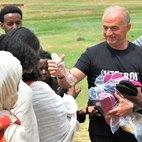 La consegna alla popolazione delle donazioni raccolte