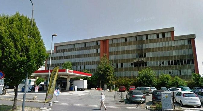 Il palazzo ex Telecom di via Fantoli, zona Mecenate, a Milano