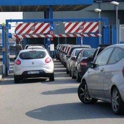 L'ingresso a uno dei silos accanto alla metropolitana di San Donato Milanese