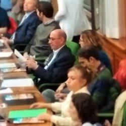 Al centro con la giacca blu, Roberto Galimberti