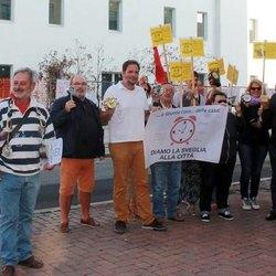 Un momento della protesta organizzata da Sel