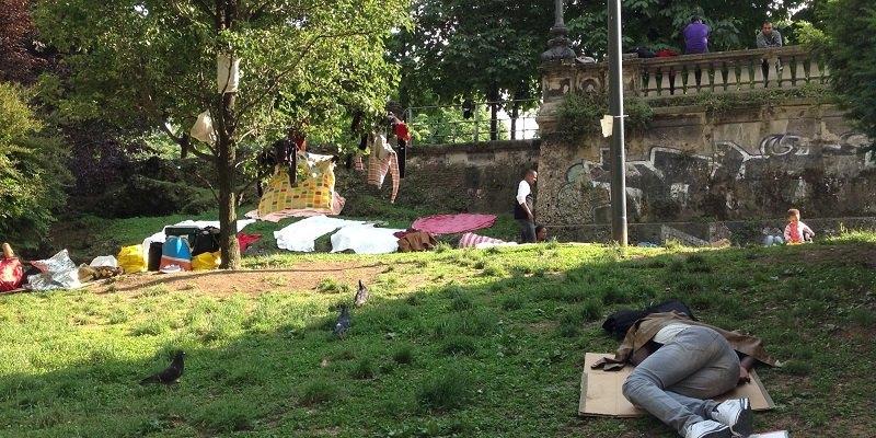 Migranti accampati presso Porta Venezia (Foto Huffington Post)