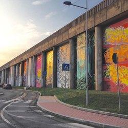Il muro di via Greppi dopo la riqualificazione artistica