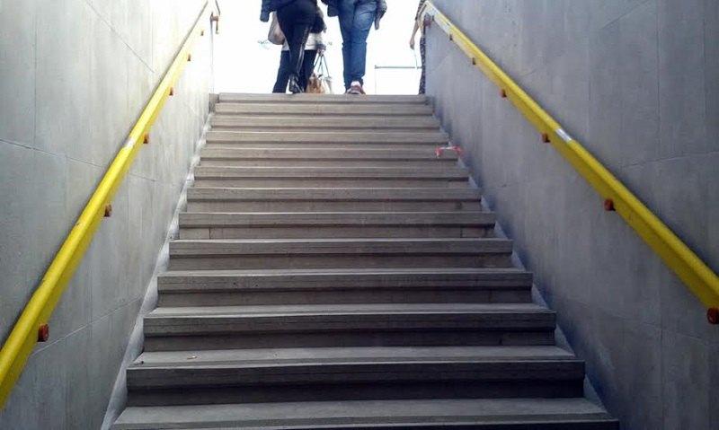 Uscita San Donato Centro della Metropolitana: esempio di barriera architettonica