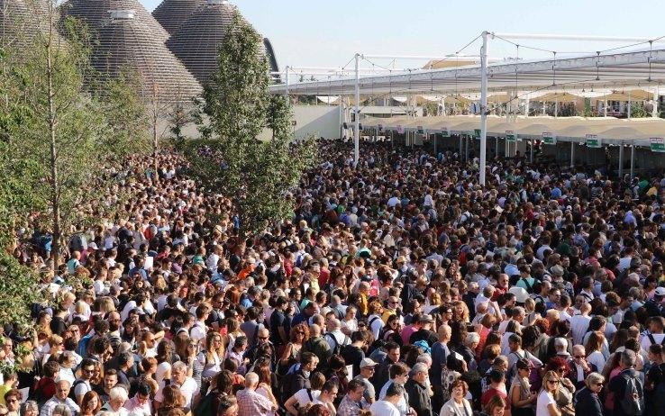 Le folli code all'ingresso di Expo