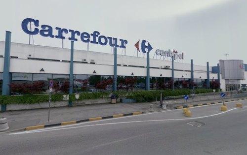 Il centro commerciale Carrefour di San Giuliano