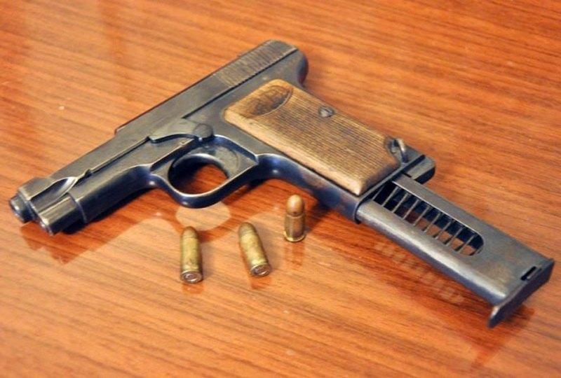 Una pistola calibro 7x65mm, l'arma del delitto