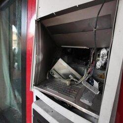Un bancomat esploso