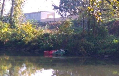 Le 2 barche avvistate sulla sponda del Lambro a Melegnano