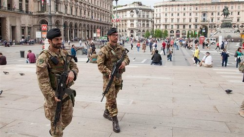 Militari in piazza del Duomo