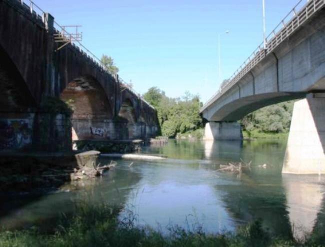 I 2 ponti sull'Adda a Bisnate (quello vecchio a sx e quello nuovo a dx)