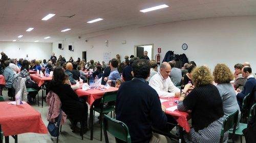 I commensali che hanno partecipato alla Cena della Solidarietà a San Donato