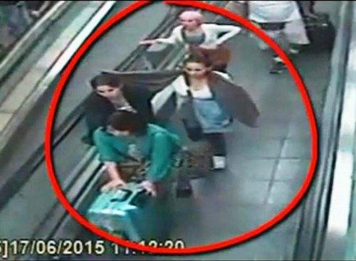 Alcune delle borseggiatrici arrestate in azione