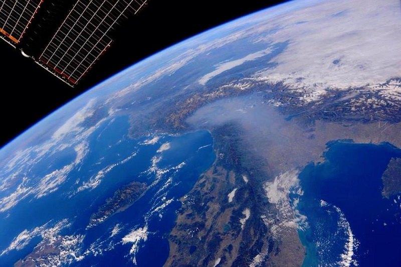 La foto satellitare impietosa della Pianura Padana sommersa dallo smog