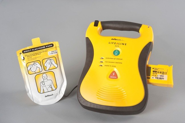 Un defibrillatore semi-automatico