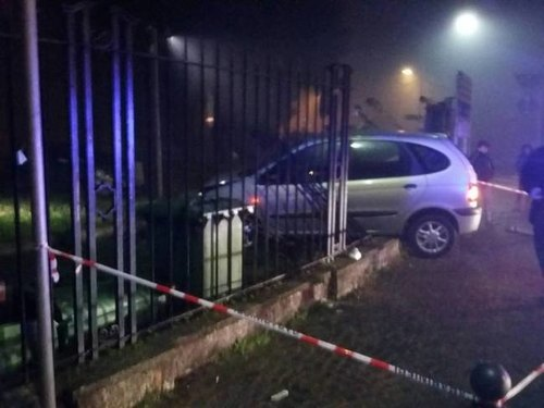 La cancellata del Benini sfondata dalla Renault