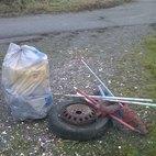 I rifiuti raccolti nel Carengione, presso via Quasimodo