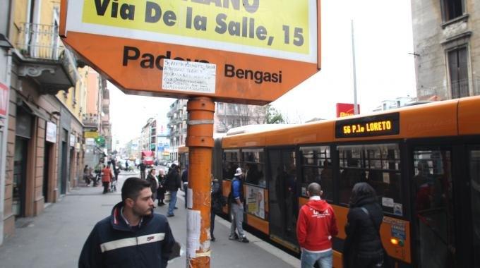 La linea 56 dell'Atm  svolge delle fermate in viale Padova