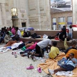 Profughi in Stazione Centrale
