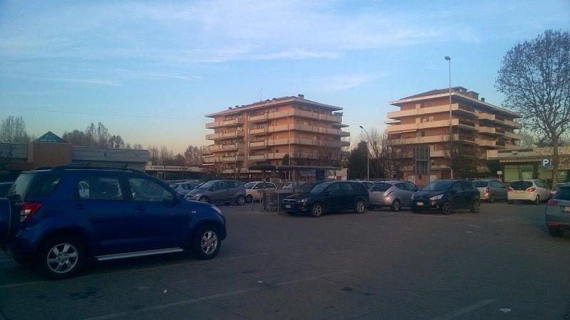 Il parcheggio dove è avvenuto lo scippo