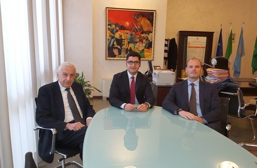 Da sx: Gianluigi Testa, Presidente di Obi Italia, Alessandro Lorenzano e Cesare Epinati, Direttore Espansione Obi Italia