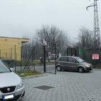 Sono le 16.20, un'auto ha posteggiato sul passo carrabile (adibito al passaggio delle ambulanze)